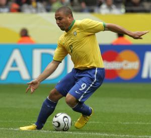 Brazilian-forward-Ronaldo-dribbles-the-b-1581041060