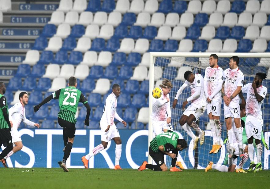 U00bb Milan Derrot U00f3 Al Sassuolo Y Sigue S U00f3lido En La Cima De