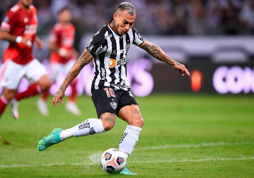 De manual: Eduardo Vargas marcó para Mineiro un golazo de penal » Prensafútbol